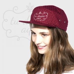 Gorra de visera plana con lunares personalizada