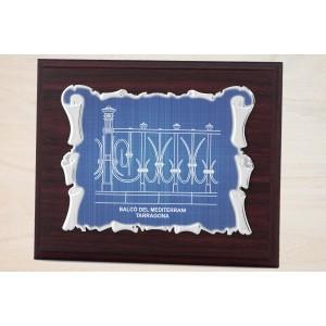Estuche economico con madera y placa azul con bordes doblados personalizada