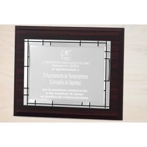 Estuche economico con madera y placa personalizada con linias en el borde